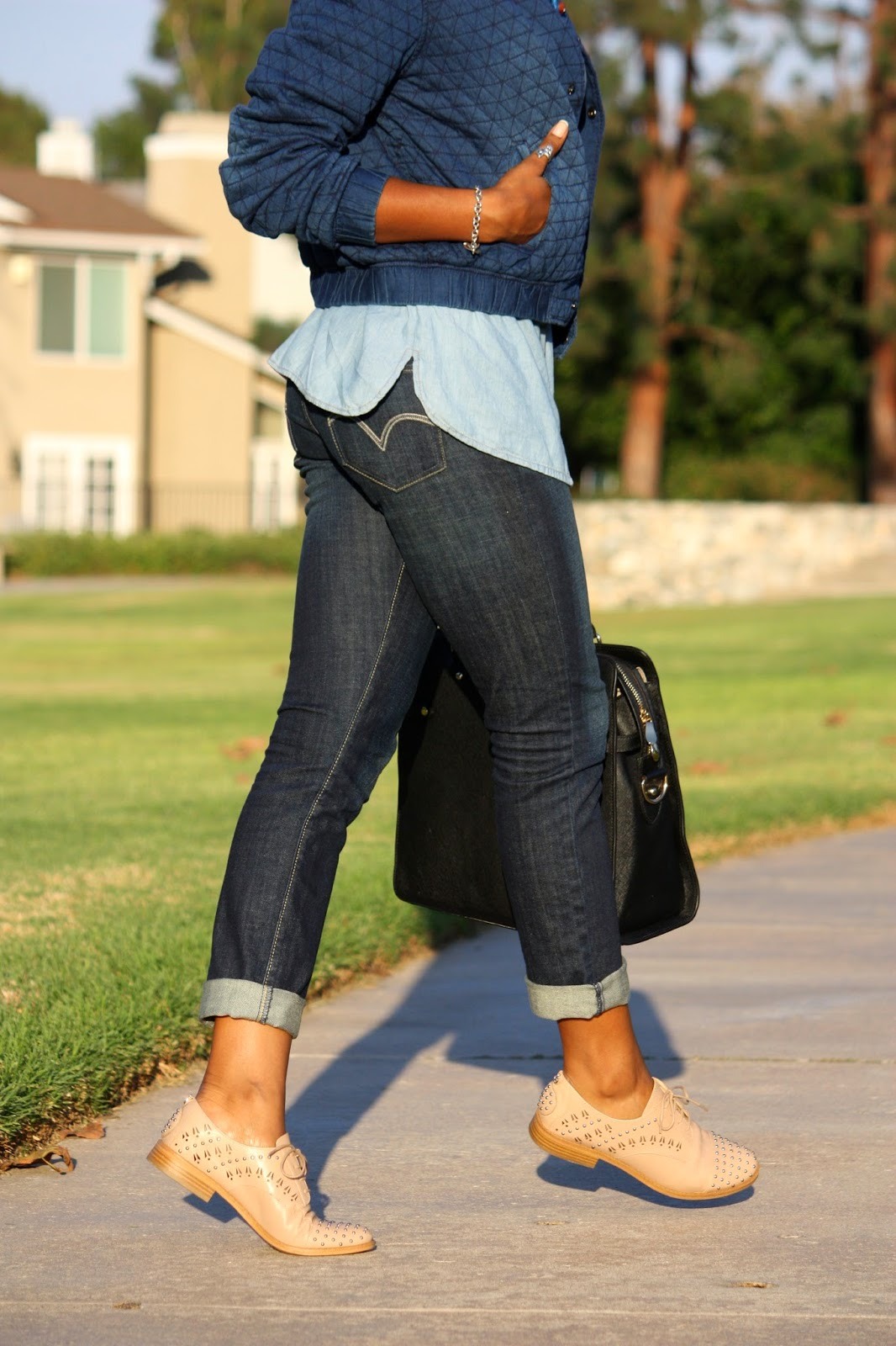 Honey In My Heels wearing Levi's jeans and Sam Edelman oxfords