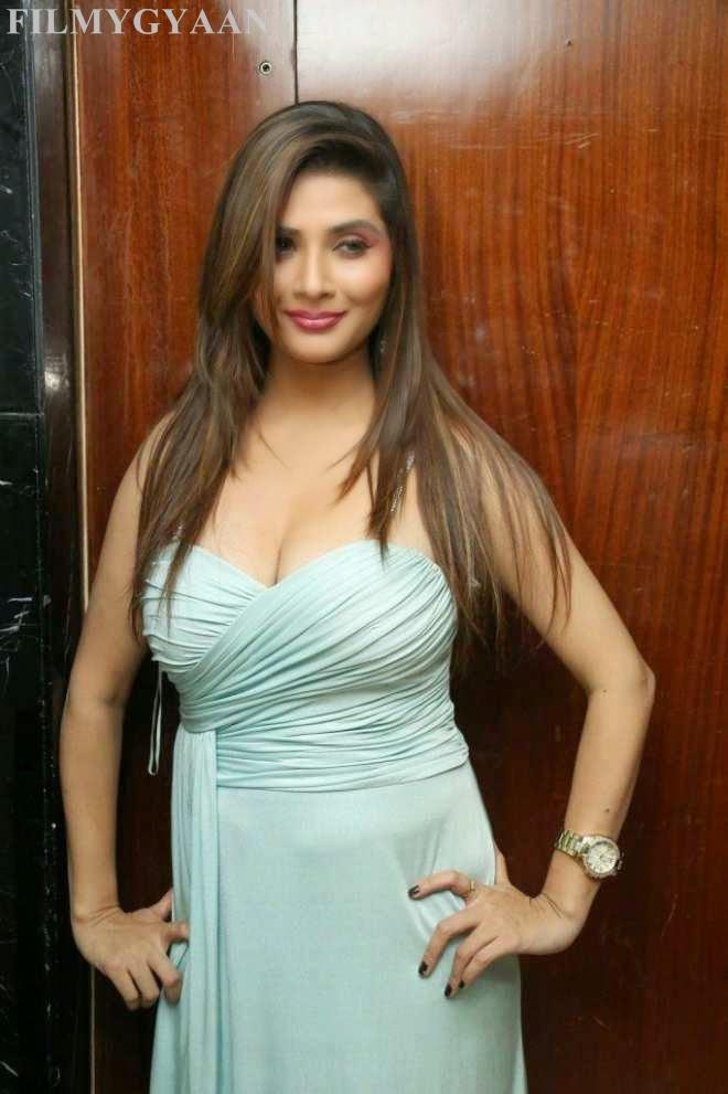 srishti latest cleavage pics