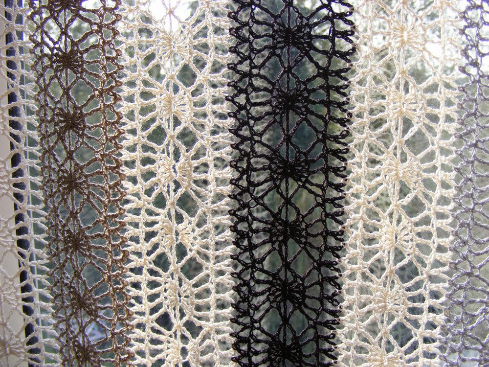 Sooz Jewels: Crochet Lace Curtain