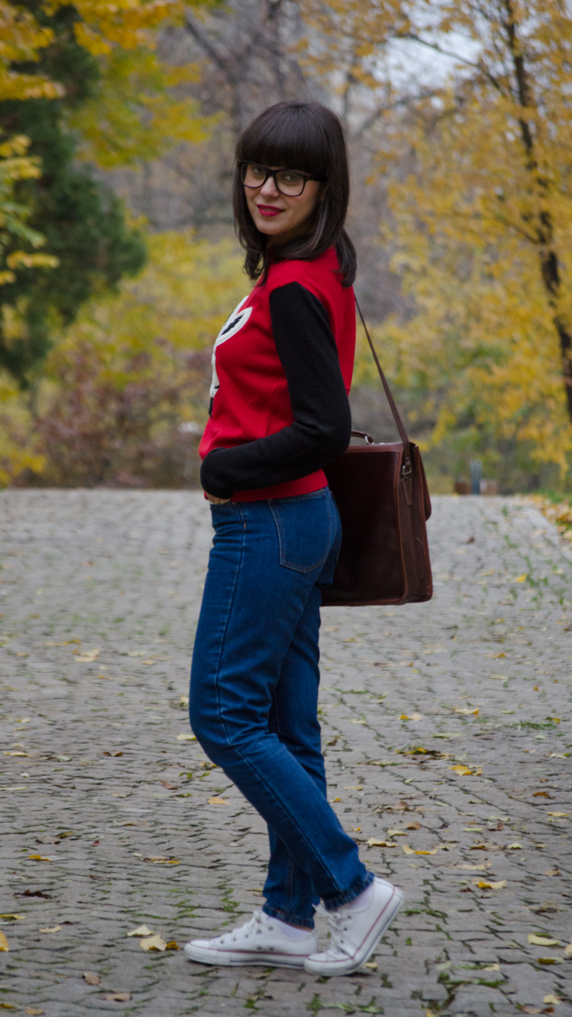 geek style outfit - wabbit season cobalt blue coat geek rabbit sweater koton mom jeans pull&bear thrifted bag satchel brown white converse sneakers glasses bangs autumn fall school outfit dorky