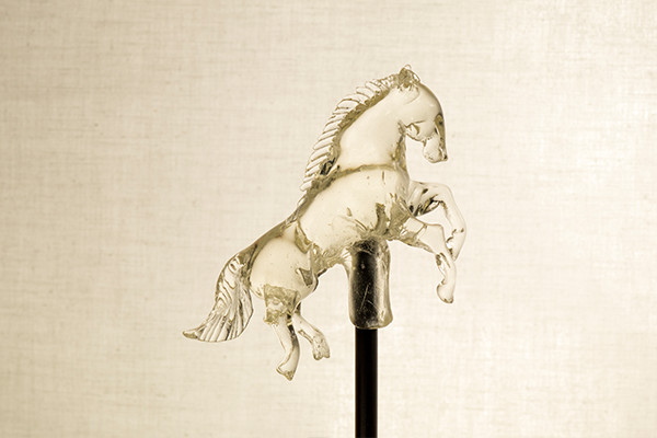 07-White-Horse-Ame-shin-Amezaiku-Japanese-Art-of-Candy-Animal-Sculptures-www-designstack-co
