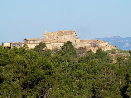 La masia de La Cortada amb la capella de Sant Miquel