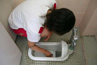 Japanese School Makes Kids Clean Urinals Barehanded Seen On www.coolpicturegallery.us