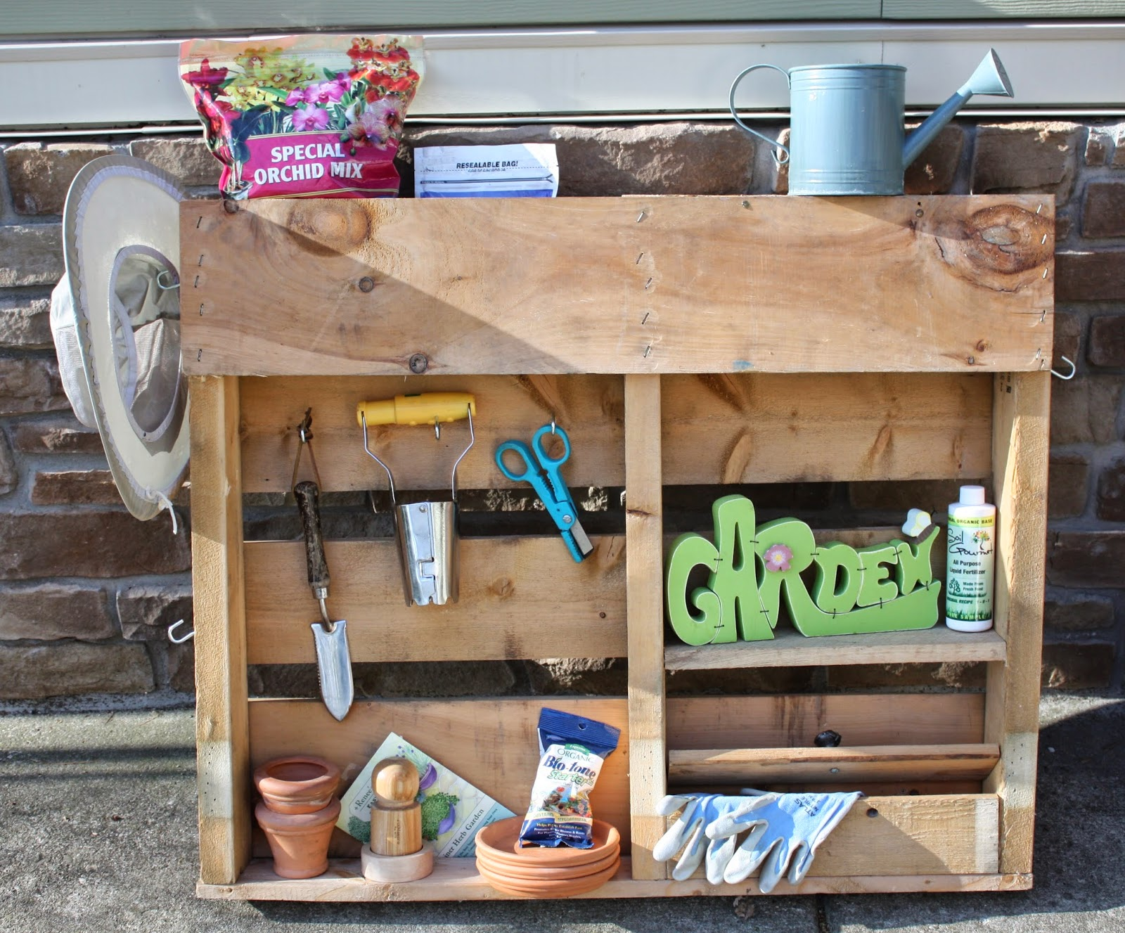 Recycled pallet projects for the garden for Creative pallet