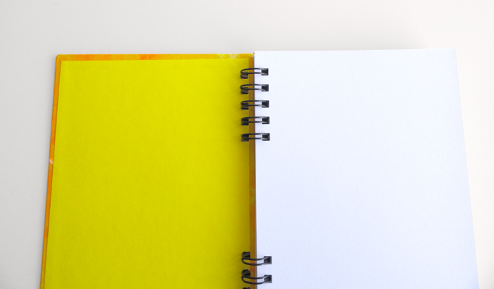 """Libreta hecha a mano """"Yellow Spiral"""" Libreta artesanal. Cuaderno bolsillo A6, en espiral y pintado a mano. Pieza única"""