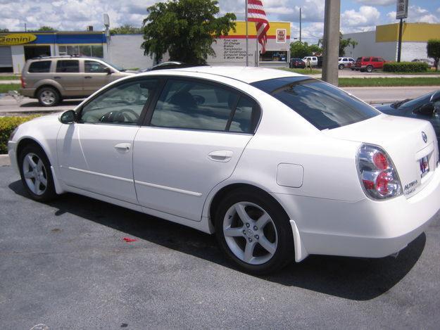 Headlights For 2005 Nissan Altima MPG City: 20 – 24 Highway: 27 – 31