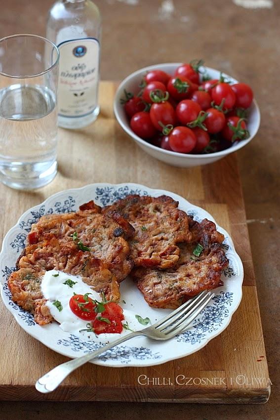 plackii z pomidorami