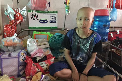 Gia Lai: Xuống viện hôm trước, hôm sau quay về vì không đủ tiền chữa bệnh