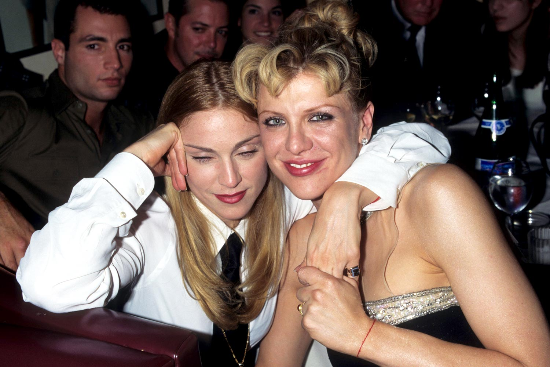http://2.bp.blogspot.com/--y68dlrgQ7M/T48jDq5wH0I/AAAAAAAACwM/H5O_et5HWM0/s1600/Courtney-Love-interrupts-Madonna_1995_1500a_aol-musicuk_090910.jpg