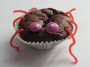 L'origine du mot « muffin » est apparemment inconnue, j'affirme qu'il vient du français « mue-faim » et je vous encourage à en convaincre un maximum de personnes