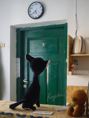 w pracowni - maskotka na zamówienie kot