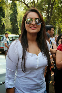 Sonakshi Sinha Hot Wallpaper