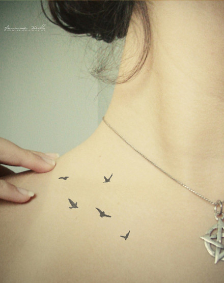 Bird tattoo on the shoulder