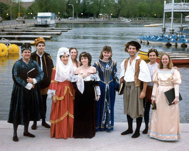 Period costume to sing madrigals at the Ottawa Tulip Festival