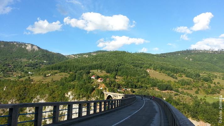 Проезжая часть моста Джурджевич, Черногория