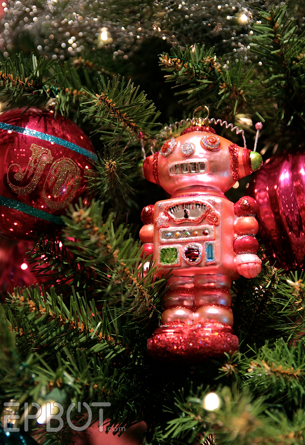 Themed christmas ornaments - Yep They Glittered Up A Telescope For This Retro Robot Space Themed Tree Isn T It Fun This One Had Some Of My Favorite Individual Ornaments Too