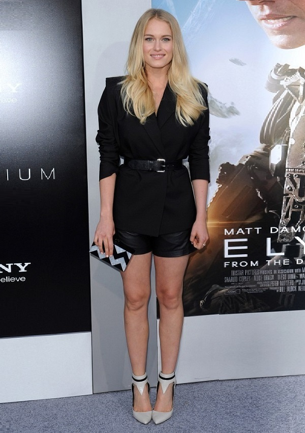 Famous actresses whose height is from 5ft 3in (160 cm) to ...