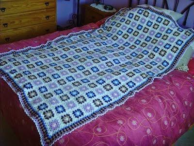 Mantita de crochet para cuna tonos malva