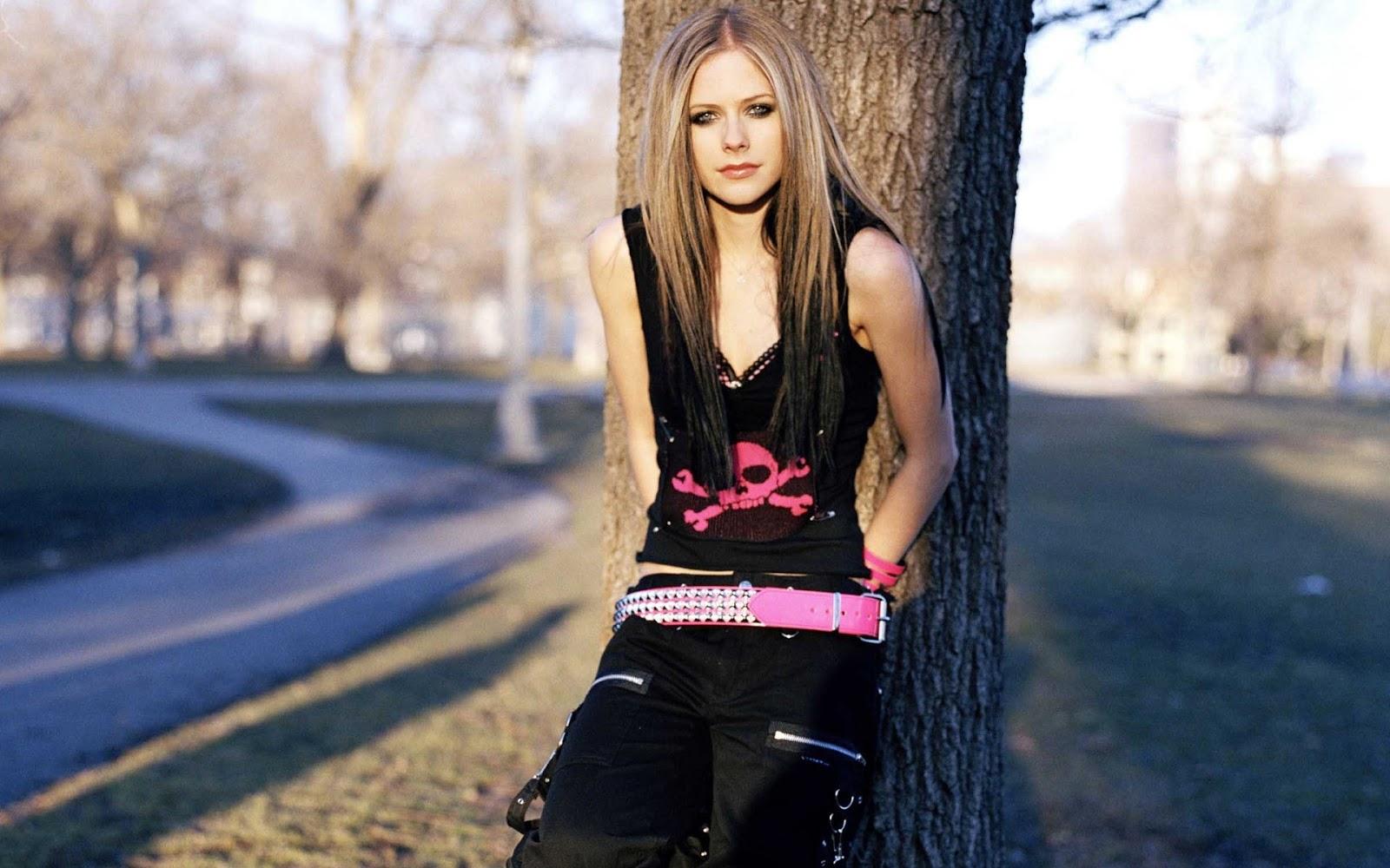 Avril Lavigne at Tree