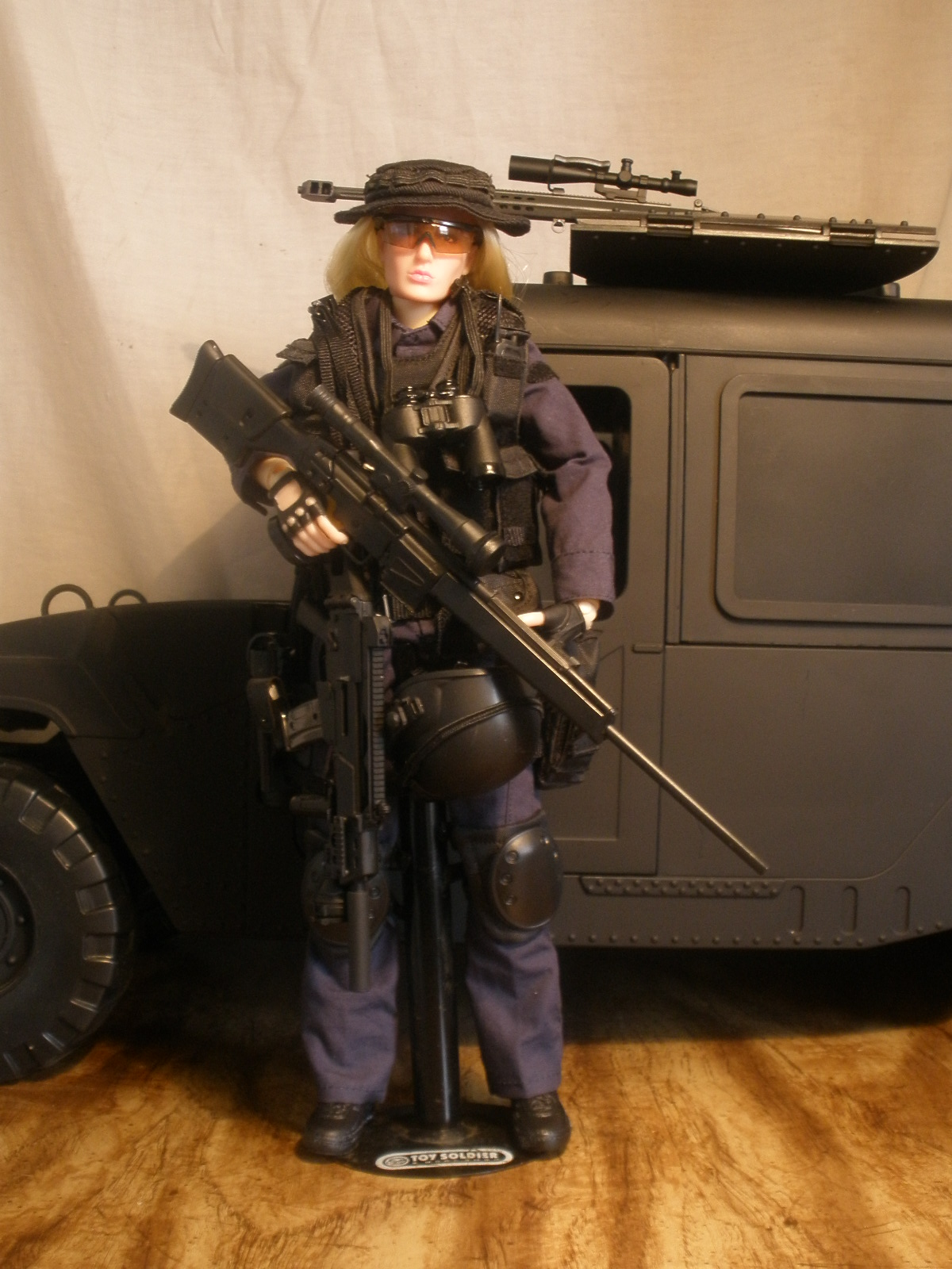 Galleria De Figuras 16 Swat Female Sniper