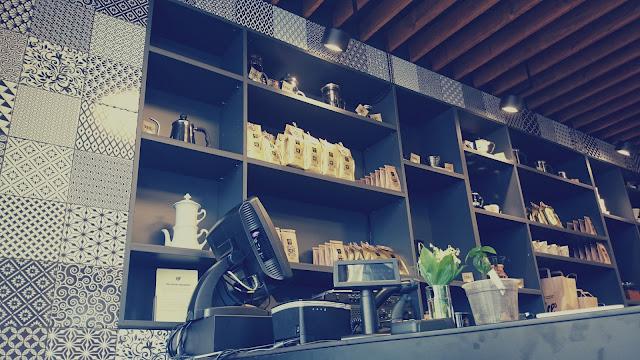 Interiér v Gill's Coffee Shop & Espresso Bar