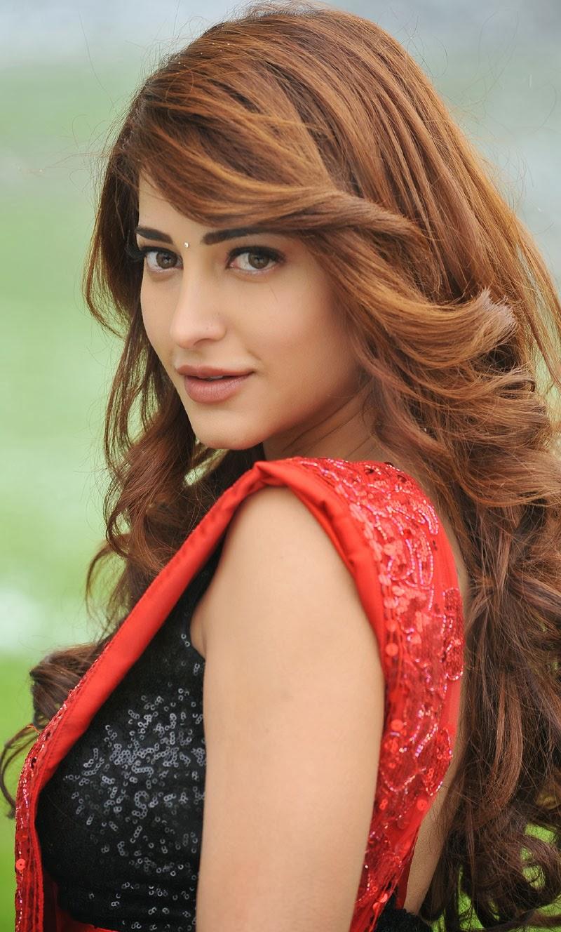 Actress Shruti Hassan From Yevadu Movie Electrihot