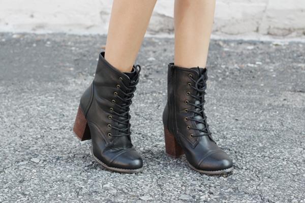 Jessica Lemos jesslemos jess combat boots with heel