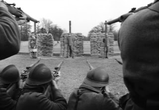 men facing firing squad for treason cowardice in wwI french british german soldiers troops