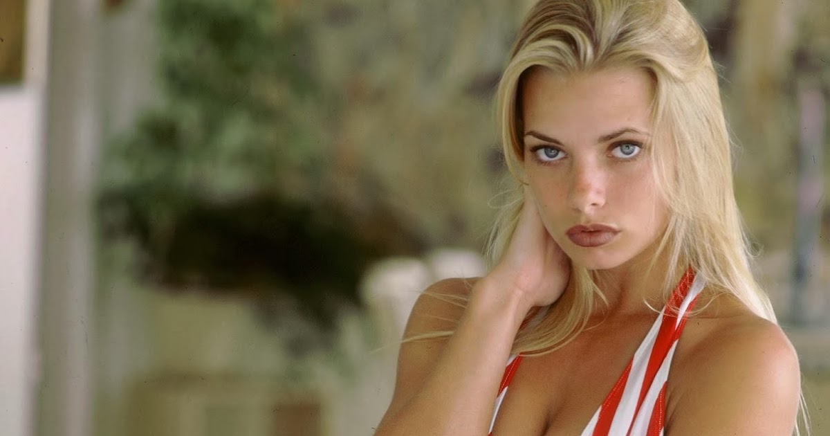 A Young Jaime Pressly Looking Stunning in a Bikini (Pics)