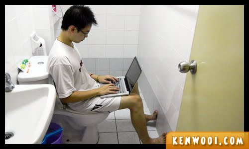 blogging in toilet
