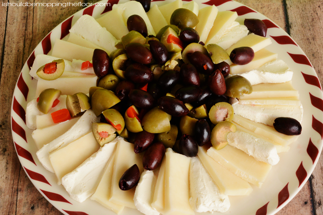 Marinated Cheese and Olive Holiday Wreath Appetizer | Delicious, festive, and easy to prepare.