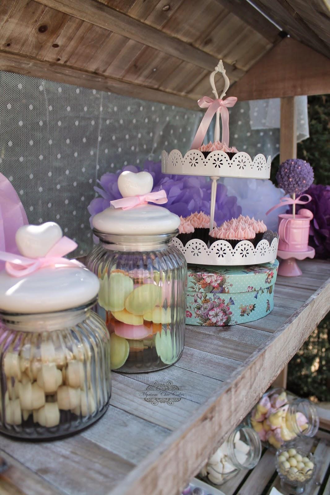 Myriam chic cakes candy bar novedad for Carrito bar de madera