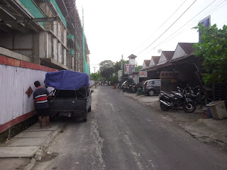 Harris Hotel Seminyak - Jl. Drupadi No. 99 Seminyak - Bali  facing warungs and laundries