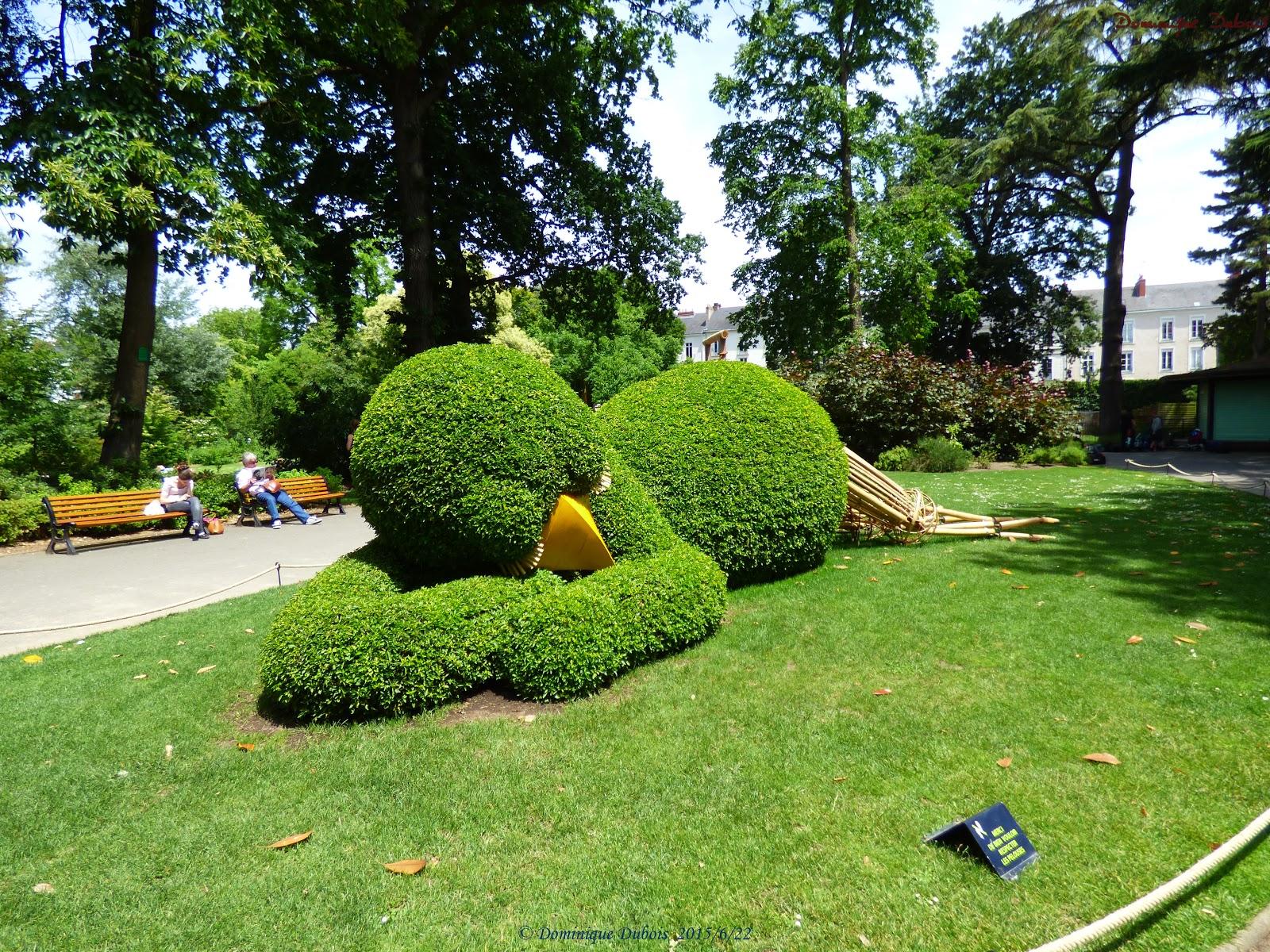 Le poussin de claude ponti jardin des plantes nantes le for Fiac 2015 jardin des plantes