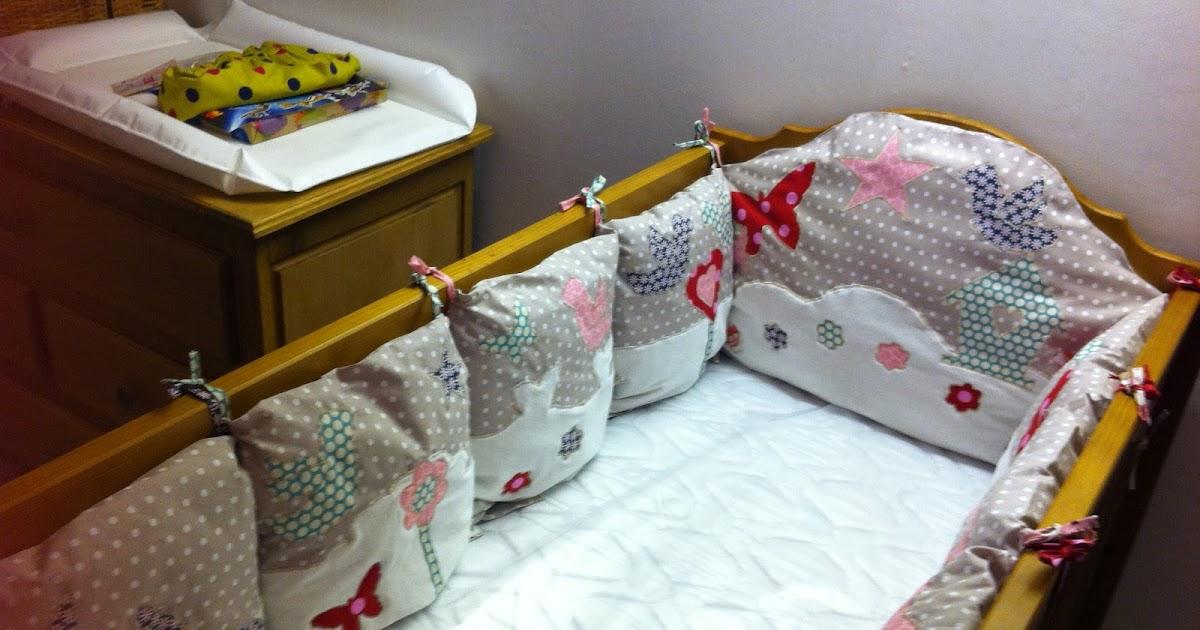 Charlotte aux fraises le tour de lit coussins - Coussin tour de lit ...