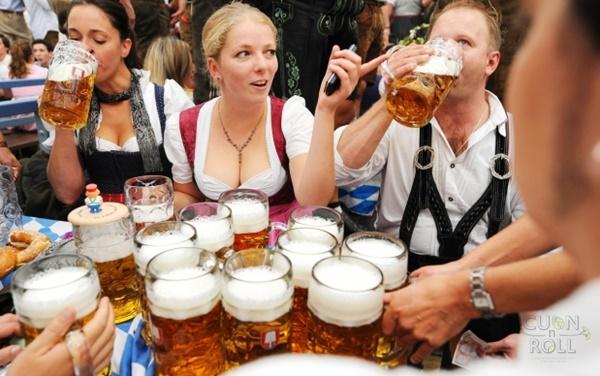uống bia tại berlin