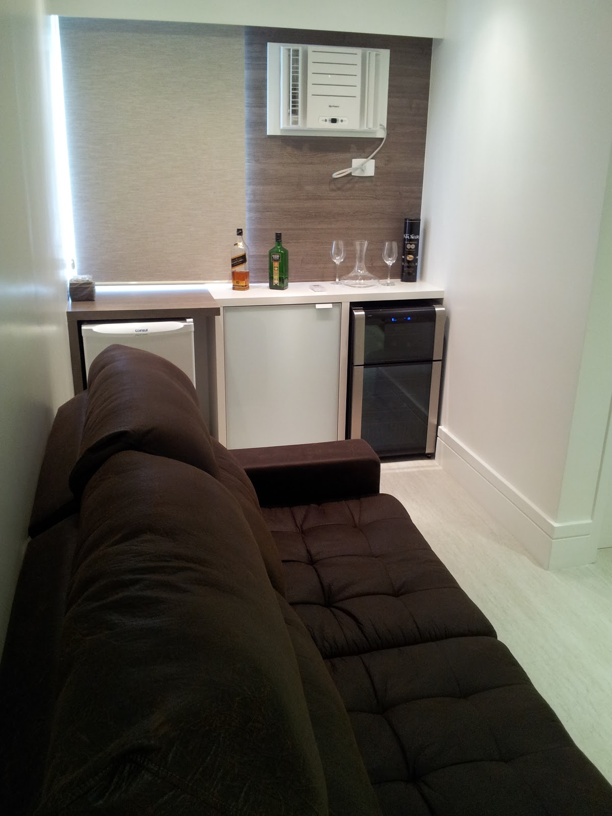 Quarto Vira Sala De Tv ~ um quarto que avançava pela sala, agora com a ajuda de uma parede de