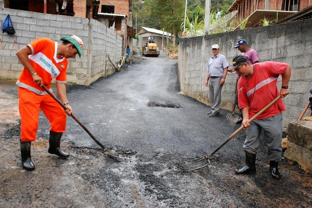 Três ruas na Quinta Lebrão receberam mais de 20 caminhões de asfalto