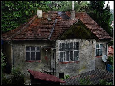 Gambar Rumah Hantu