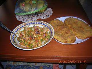 panzerotti  di patate al prosciutto e formaggio con insalata  mista di ceci