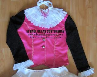 Draculaura-Traje-blusa-falda-chaleco