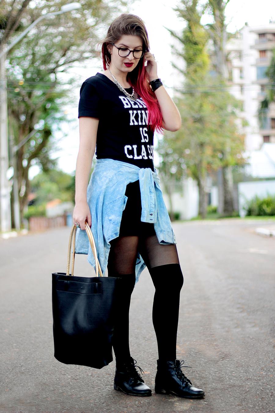Vestido preto com blusa jeans amarrada