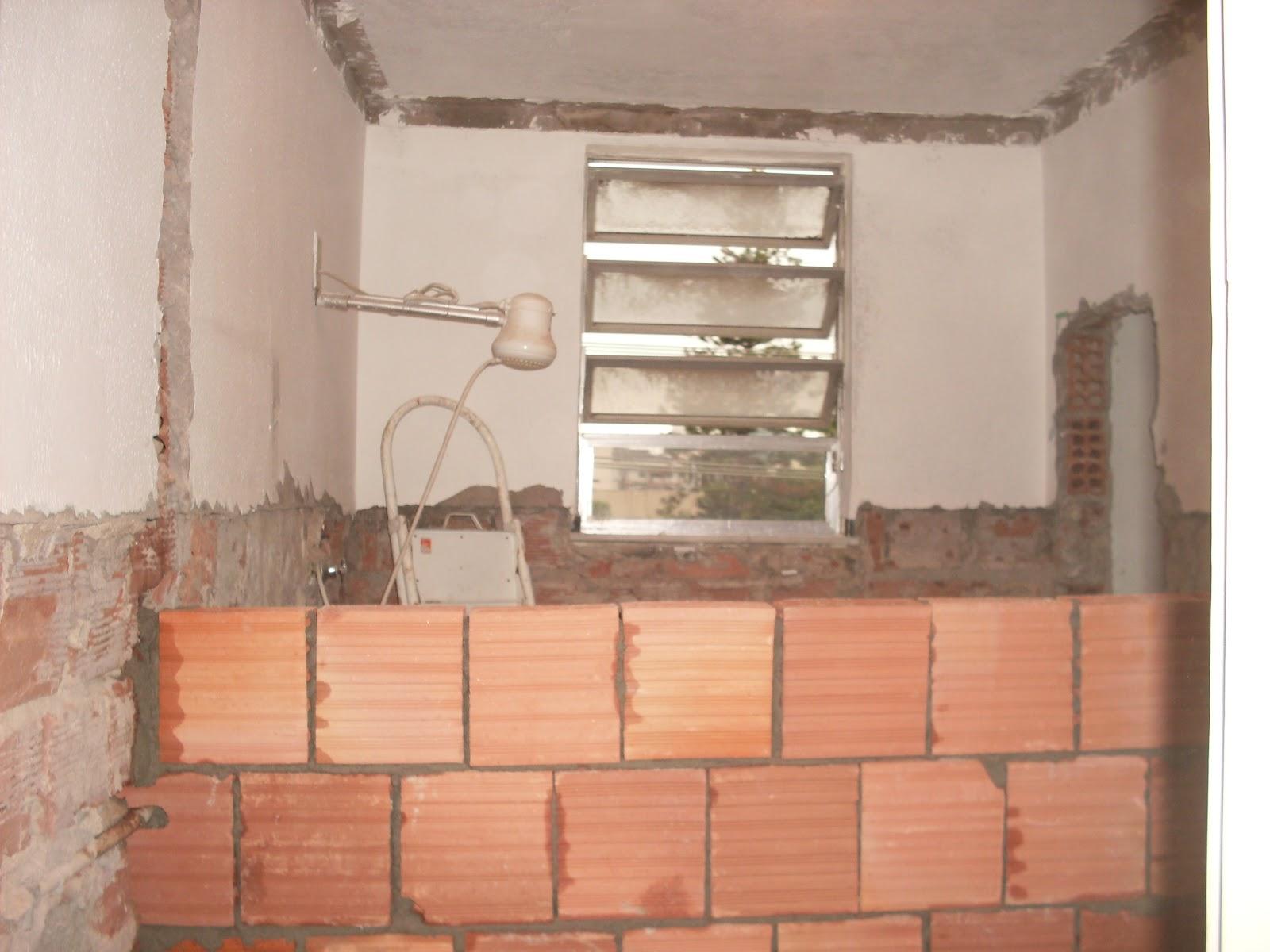 Um dia no Apê (a reforma)!: Reforma do Banheiro de 5m² (o durante) #9F4B2C 1600 1200