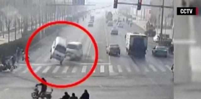 """Misteri """"Mobil Terbang"""" di China Ini Akhirnya Terungkap"""