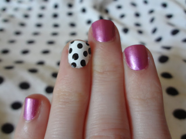 black and white polka dots as an accent nail with pink nails