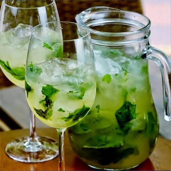 Receita de água aromatizada de limão, gengibre e manjericão