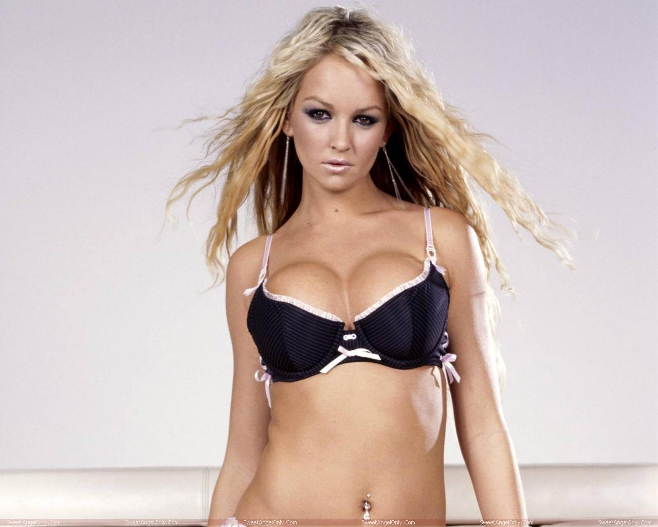 http://2.bp.blogspot.com/-013rJM_-Eik/TWjZ_RDONMI/AAAAAAAAEyc/Hxi7RQxG9vE/s1600/actress_jennifer_ellison_hot_wallpaper_05.jpg