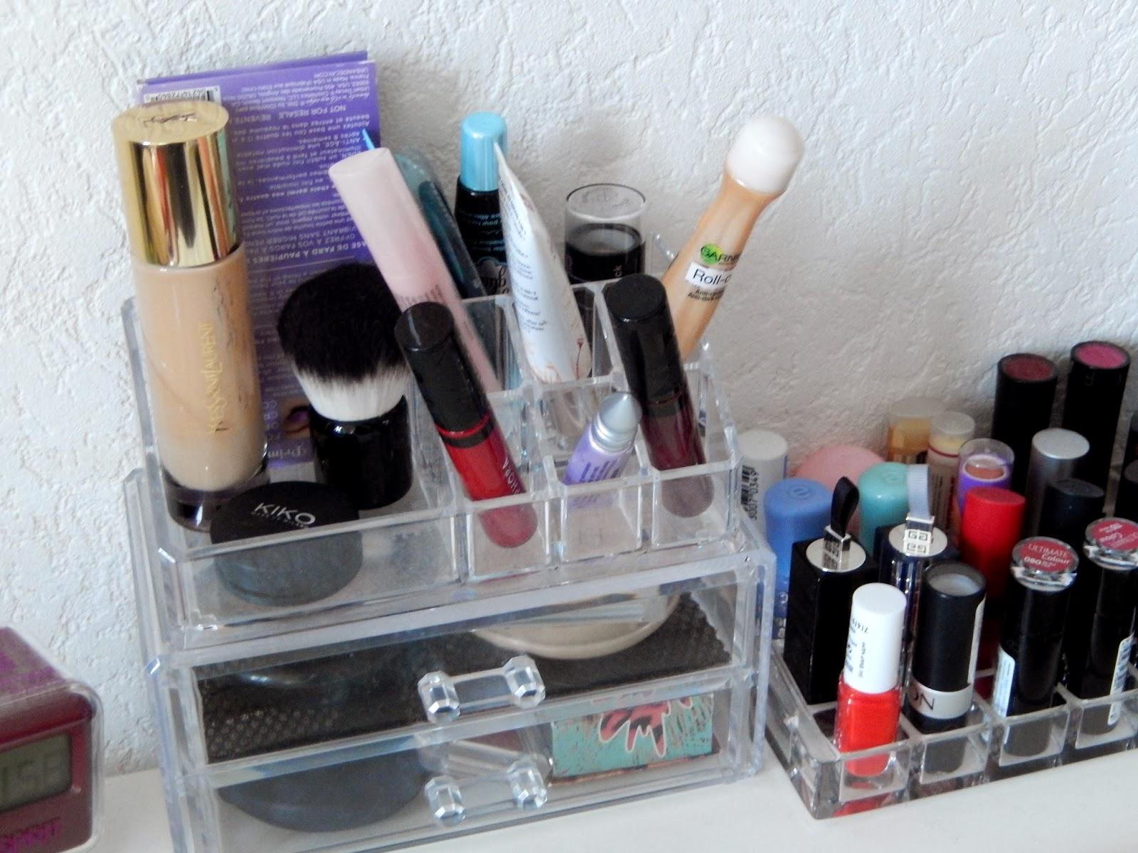 no age for beauty am nager un coin maquillage dans un 20m. Black Bedroom Furniture Sets. Home Design Ideas