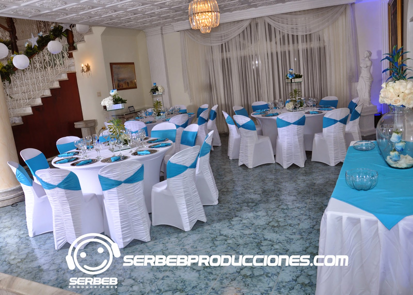 15 a os decoraci n 15 a os azul blanco sal n de for Decoracion de salon xv