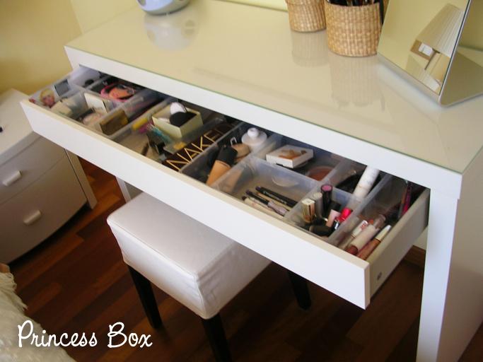 Princessbox la mia nuova postazione makeup 2012 - Ikea specchio trucco ...